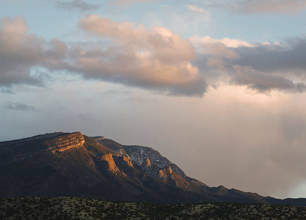 last light of the setting sun catches the sandia mountains, viewed from placitas:スマホ壁紙(壁紙.com)