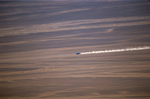 Namibia「Africa, Namibia, Sossusvlei, Namib Naukluft Park, Car driving in desert, high angle view」:スマホ壁紙(1)