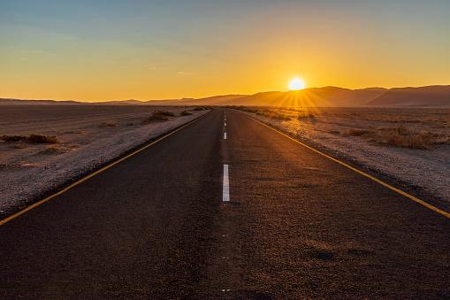 Nature Reserve「Africa, Namibia, Namib desert, Naukluft National Park, empty road at sunset」:スマホ壁紙(17)