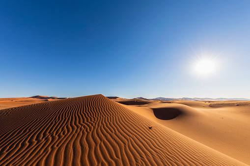 Namib-Naukluft National Park「Africa, Namibia, Namib desert, Naukluft National Park, sand dunes against the sun」:スマホ壁紙(1)