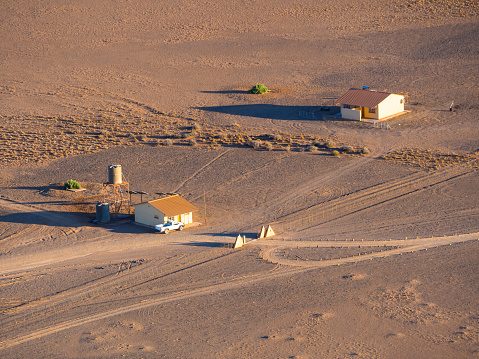 Remote Location「Africa, Namibia, Sossusvlei, Region Hardap, Approach road, checkpoint to Namib desert」:スマホ壁紙(4)