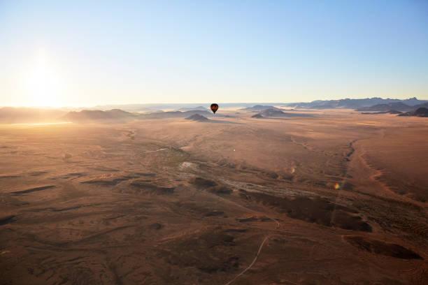 Africa, Namibia, Namib-Naukluft National Park, Sossusvlei, Kulala Wilderness Reserve, air balloon:スマホ壁紙(壁紙.com)
