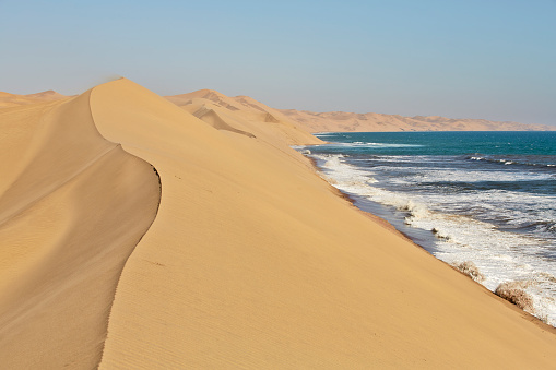 Namibia「Africa, Namibia, Namib-Naukluft National Park, Namib desert, desert dunes and atlantic coast」:スマホ壁紙(12)