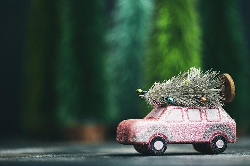 Christmas「Pink car transporting Christmas tree. Christmas holiday background.」:スマホ壁紙(8)
