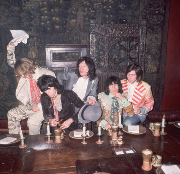 Elizabethan Style「Stones Banquet」:写真・画像(12)[壁紙.com]