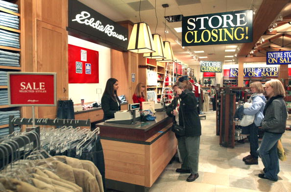 閉める「Eddie Bauer Stores Open Doors For Liquidation Sales」:写真・画像(13)[壁紙.com]