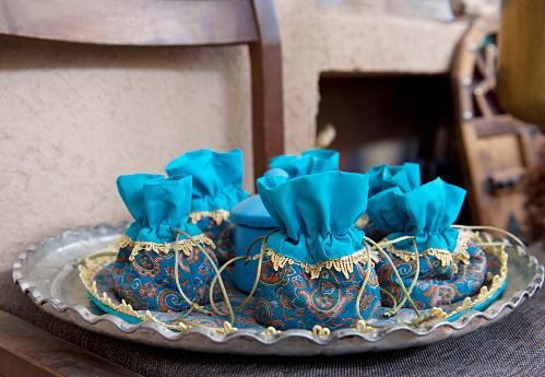 Iranian Culture「Handmade bags filled with Saffron tea at a spice market, Iran」:スマホ壁紙(8)