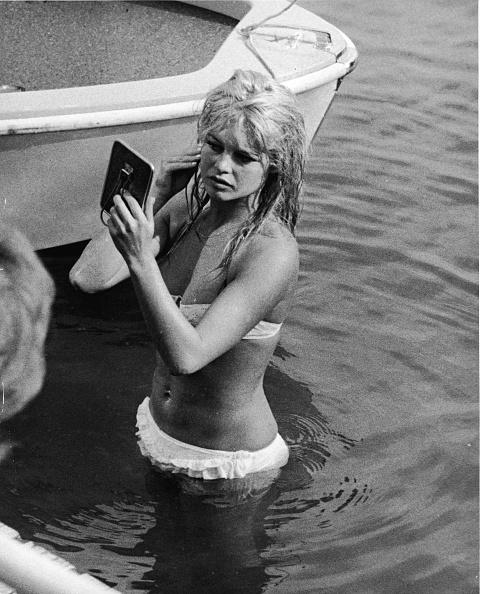 ビキニ「Brigitte Bardot In Lake Leman」:写真・画像(11)[壁紙.com]