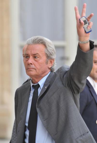 アラン・ドロン「Giorgio Armani Jois the Prestigious Legion D'Honneur」:写真・画像(12)[壁紙.com]