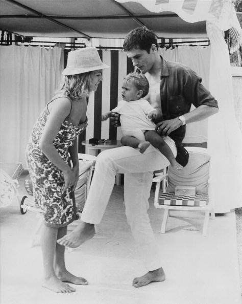 アラン・ドロン「Delon And Family」:写真・画像(2)[壁紙.com]