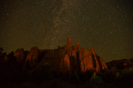 star sky「USA, Utah, Bryce Canyon, Night sky above rocks」:スマホ壁紙(10)