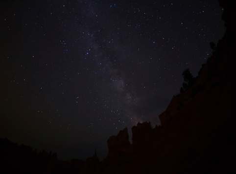 star sky「USA, Utah, Bryce Canyon, Night sky above rocks」:スマホ壁紙(17)