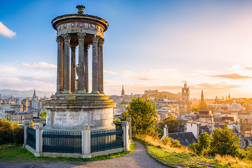 スコットランド「歴史豊かなエジンバラ Calton 丘からの夕暮れ」:スマホ壁紙(10)