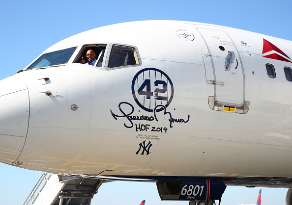 Kennedy Airport「Delta Air Lines Dedicates 757 Aircraft and Terminal 4's Gate 42 At JFK Airport To Mariano Rivera Before Hall Of Fame Induction」:写真・画像(15)[壁紙.com]