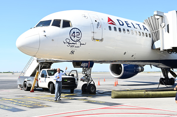 Kennedy Airport「Delta Air Lines Dedicates 757 Aircraft and Terminal 4's Gate 42 At JFK Airport To Mariano Rivera Before Hall Of Fame Induction」:写真・画像(16)[壁紙.com]