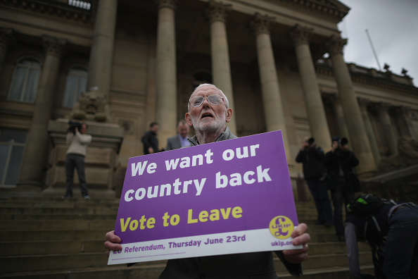 立ち去る「UKIP Referendum Bus Travels To South Yorkshire And Lancashire」:写真・画像(0)[壁紙.com]