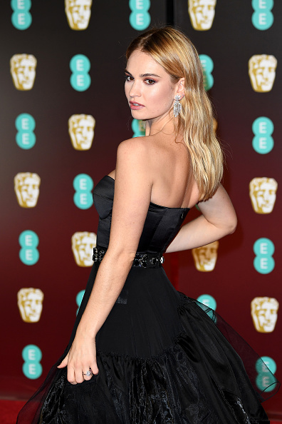 Lily James「EE British Academy Film Awards - Red Carpet Arrivals」:写真・画像(9)[壁紙.com]