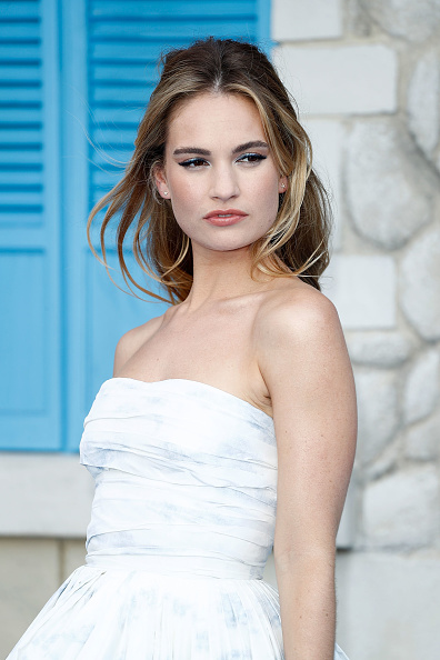 "Lily James「""Mamma Mia! Here We Go Again"" - UK Premiere - Red Carpet Arrivals」:写真・画像(16)[壁紙.com]"