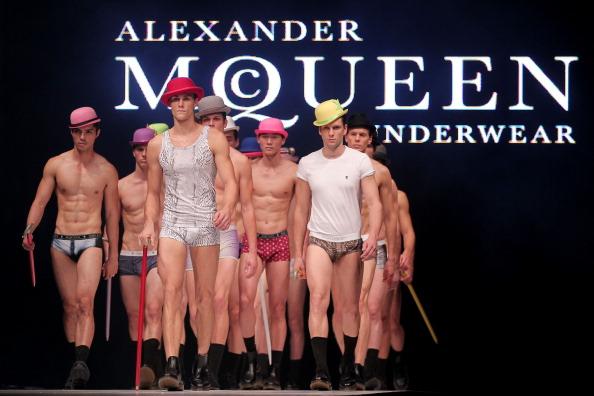 Alexander McQueen - Designer Label「Men's Fashion Week 2011 Singapore - Day Four」:写真・画像(10)[壁紙.com]