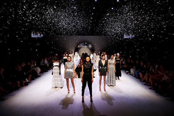 Melbourne Fashion Festival「Melbourne Fashion Week: Closing Town Hall Runway」:写真・画像(2)[壁紙.com]