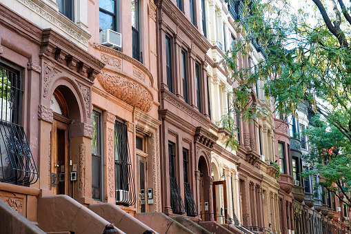 19th Century「Row of brownstones in city」:スマホ壁紙(9)
