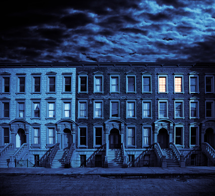 Brownstone「Row of Brownstone Houses Against Cloudy Night Sky」:スマホ壁紙(5)