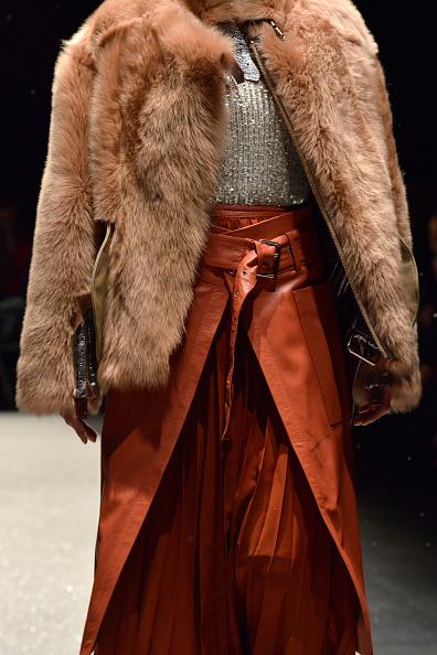 オレンジ色「Tuba Ergin - Runway - Mercedes-Benz Fashion Week Istanbul - March 2019」:写真・画像(15)[壁紙.com]
