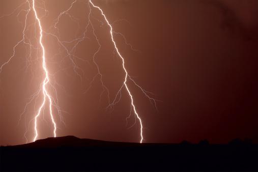 Thunder「Thunder bolt over Dixie Hill, Arlington, Arizona, America, USA」:スマホ壁紙(13)