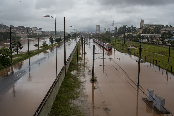 Water「Heavy Rains Bring Chaos and Flooding to Sao Paulo」:写真・画像(13)[壁紙.com]