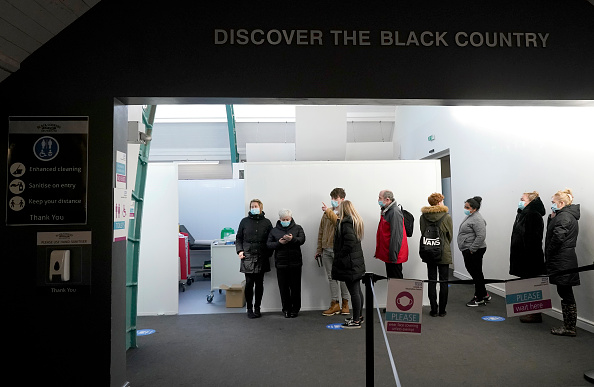 Waiting In Line「Black Country Living Museum Hosts Vaccination Centre」:写真・画像(1)[壁紙.com]