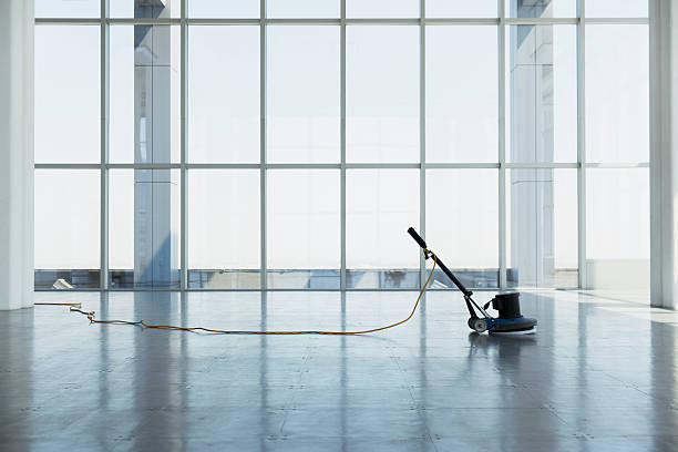 floor buffing machine in large empty office space:スマホ壁紙(壁紙.com)