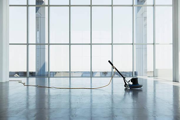 floor buffing machine in large empty office space:スマホ壁紙(壁紙.com)