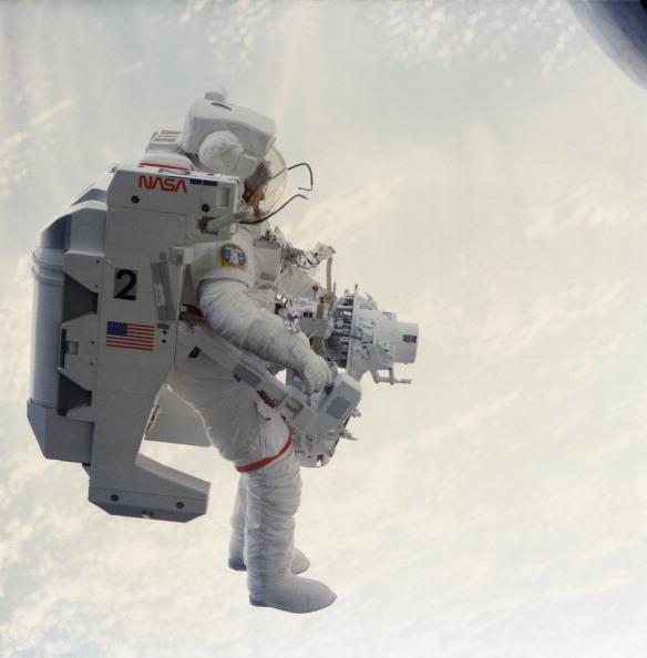 宇宙飛行士「Weightless McCandless」:写真・画像(19)[壁紙.com]