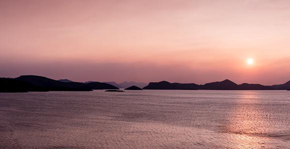 恋愛「クロアチア、ダルマチアの海岸からの夕日」:スマホ壁紙(1)