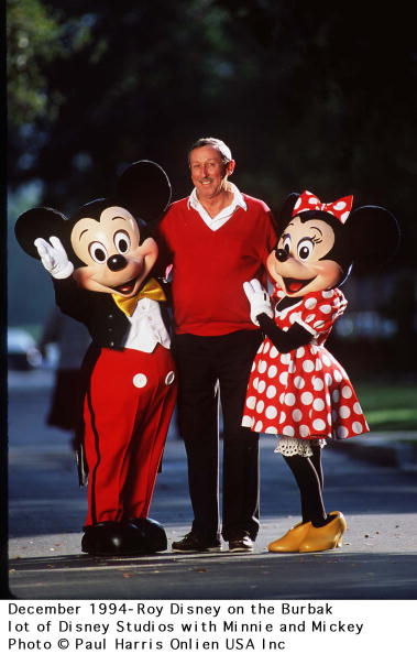 ミッキーマウス「Dercember 1994 Burbank Los Angeles Roy Disney Om The Disney Lot With Mickey And Minnie」:写真・画像(12)[壁紙.com]