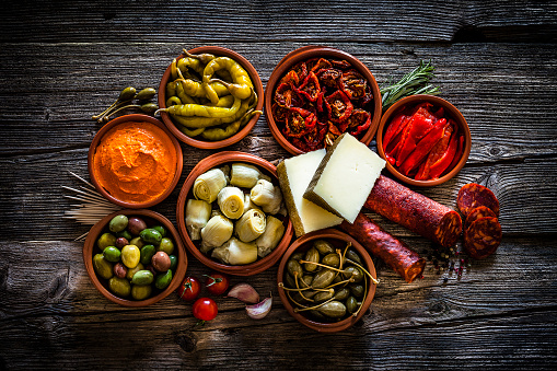 Delicatessen「Tapas: typical spanish food shot from above on rustic wooden table」:スマホ壁紙(17)