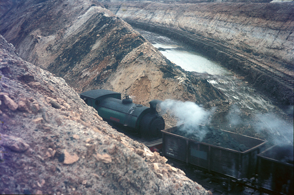 Atmosphere「One of Nassington Ironstone Mines 16 0-6-0STs draws a rake of loaded tippler wagons through the partially flooded workings」:写真・画像(4)[壁紙.com]