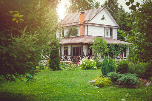 Rural Scene「Country house with green back yard in sunny summer day」:スマホ壁紙(19)