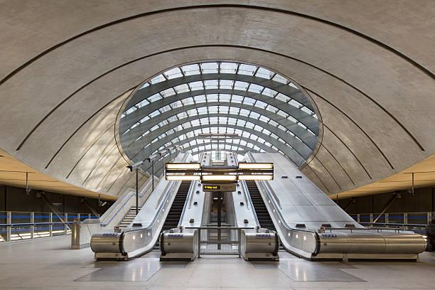 Docklands Underground tube station, London:スマホ壁紙(壁紙.com)