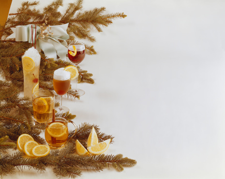 1967「Various drink with Christmas decoration」:スマホ壁紙(18)