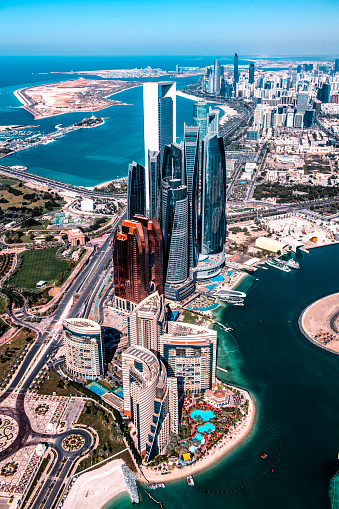 City Street「Wonders of modern architecture in Abu Dhabi, United Arab Emirates, taken from a helicopter high above the city」:スマホ壁紙(12)