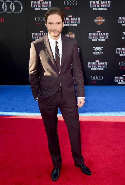 "Black Suit「Premiere Of Marvel's ""Captain America: Civil War"" - Arrivals」:写真・画像(14)[壁紙.com]"