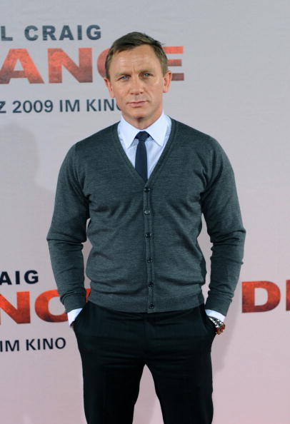 Cardigan Sweater「Daniel Craig 'Defiance' Photo Call」:写真・画像(11)[壁紙.com]