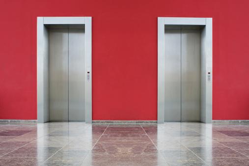 Waiting「Red wall, two elevator doors」:スマホ壁紙(3)