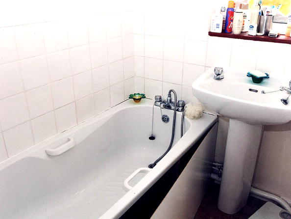 Bathroom「Evidence from the Soham Murder Trial」:写真・画像(18)[壁紙.com]