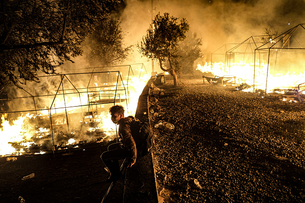 Displaced Persons Camp「Thousands of Migrants Displaced After Fire in Lesbos Camp」:写真・画像(2)[壁紙.com]