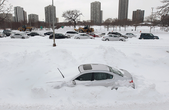 雪「Major Blizzard Roars Through Chicago Area」:写真・画像(2)[壁紙.com]