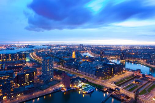 オランダ「ロッテルダムの港に夕日を眺め、ワンランク上の」:スマホ壁紙(17)
