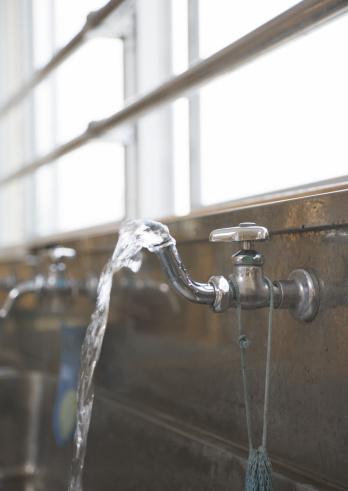 スイセン「Public drinking fountain」:スマホ壁紙(13)