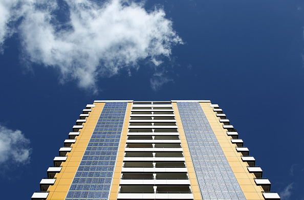 70 Meter「Photovoltaic Facade At Berlin Twin Towers」:写真・画像(2)[壁紙.com]